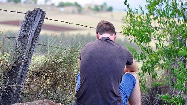 farmer_sad_mental_depression_rural_dt