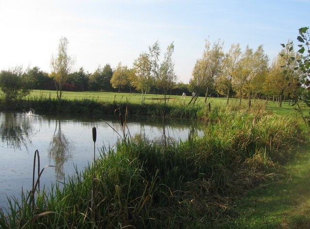 pond_-_cambridge_lakes_golf_course_-_geograph-org-uk_-_1045565